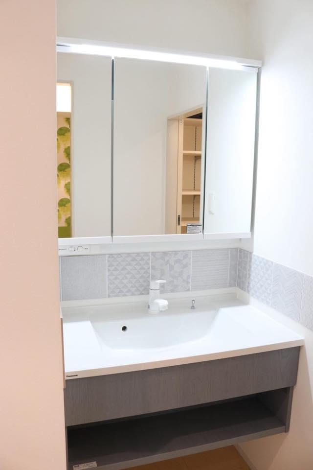 移動家具と壁面収納で、60平米を広く使うアイデア